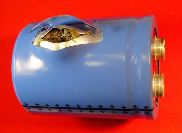 Взрыв электролитического конденсатора